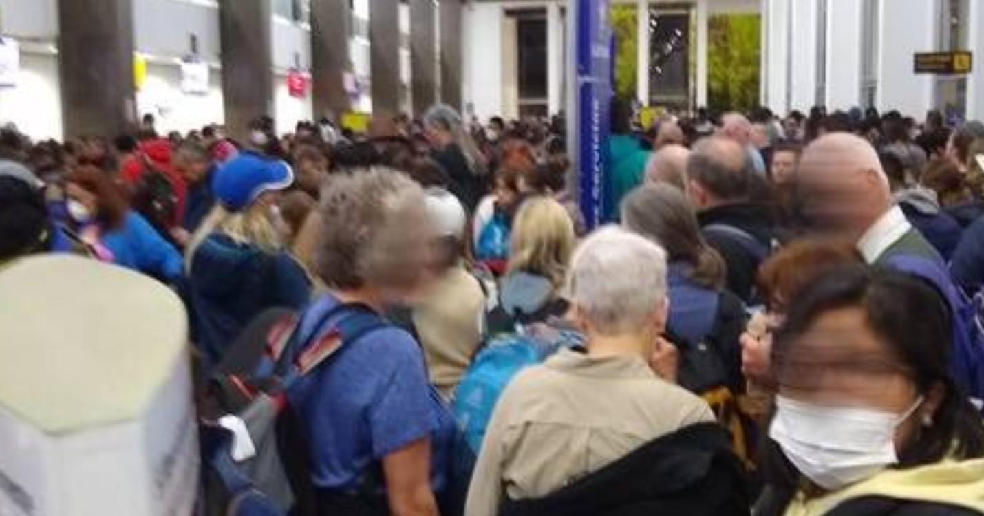 Le plan du gouvernement avec les compagnies aériennes – les expats appelés à rester dans leur pays