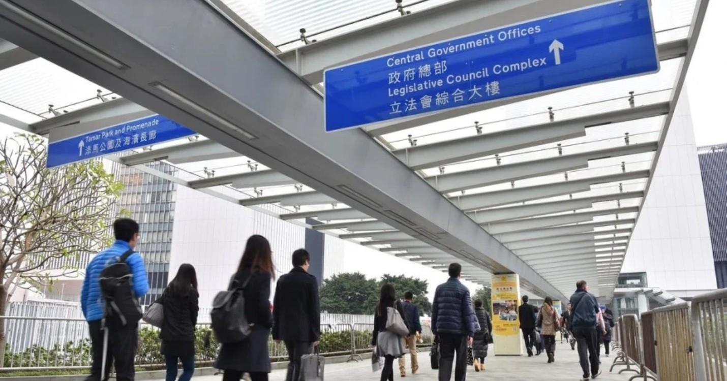 Retour au bureau pour les fonctionnaires hongkongais, le tri obligatoire des ordures à Pékin