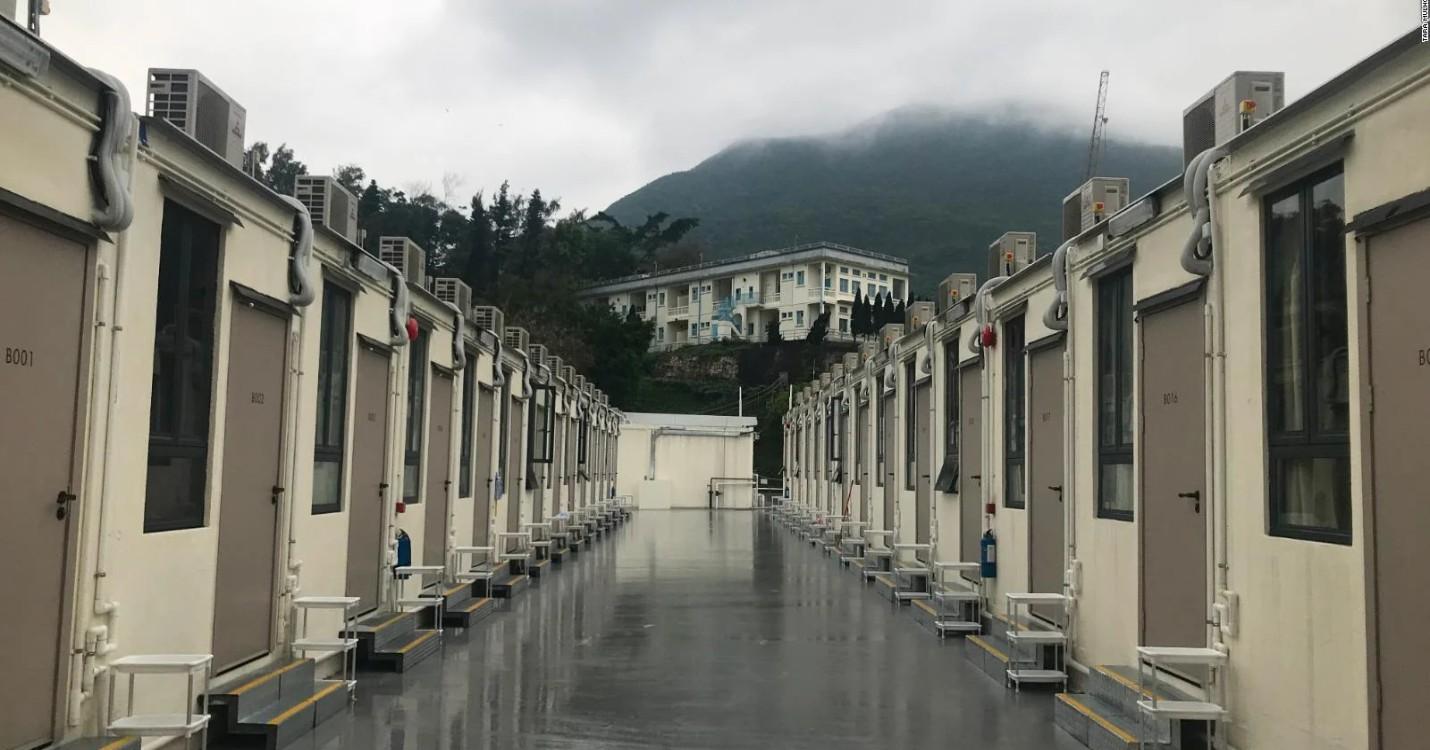 Les centres de quarantaine du gouvernement, manifestation d'activistes et de militants pro-Beijing