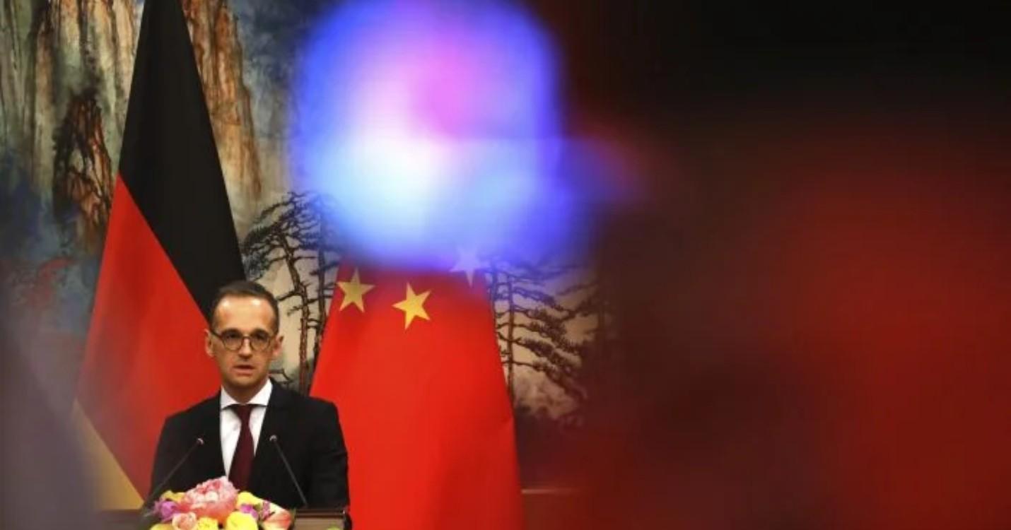 Une équipe chinoise de dépistage à Hong Kong, Berlin annonce suspendre son traité d'extradition