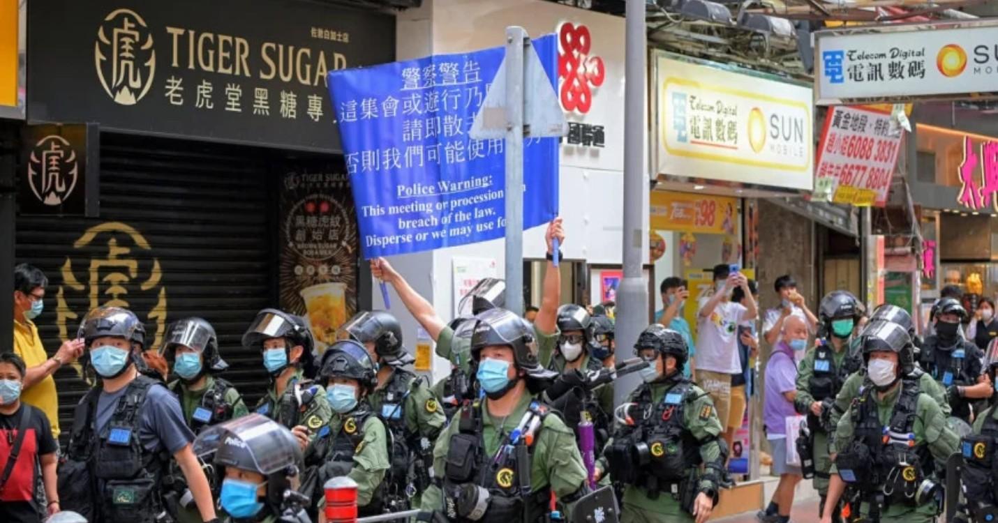 Manifestations contre le report des élections du LegCo , les pro démocrate pour un boycott de Mulan