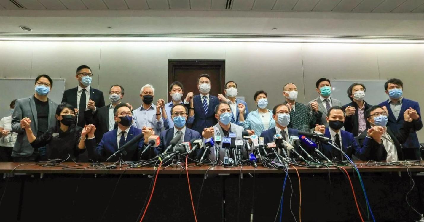 Quatre élus pro-démocratie disqualifiés par Pékin, lancement de l'application «LeaveHomeSafe»