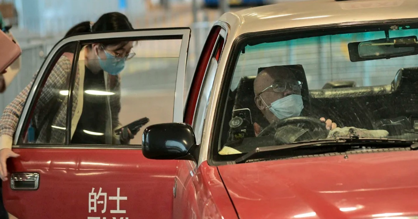 Contrôles obligatoires de Covid pour les chauffeurs de taxi, Ted Hui en exil