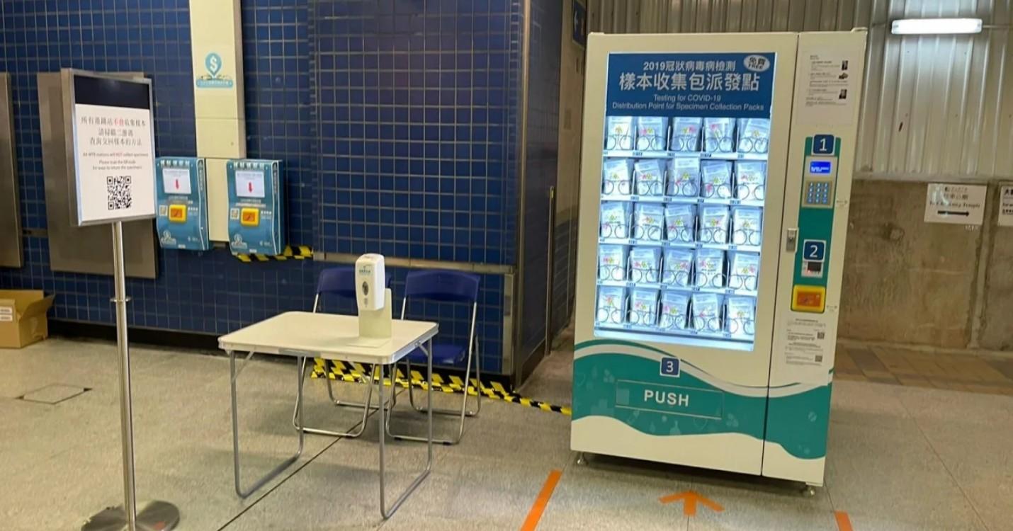 Distribution gratuite de packs de tests Covid dans le métro, quarantaine dans des hôtels désignés