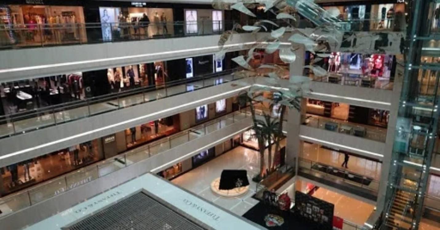 Les centres commerciaux pourraient fermer plus tôt pendant CNY, HK demande à WhatsApp de s'expliquer