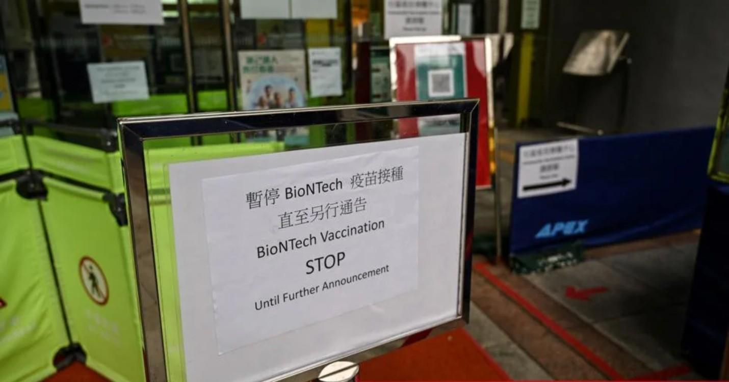 Hong Kong suspend l'utilisation des vaccins BioNTech, les écoles pourront accueillir 21/3 des effect