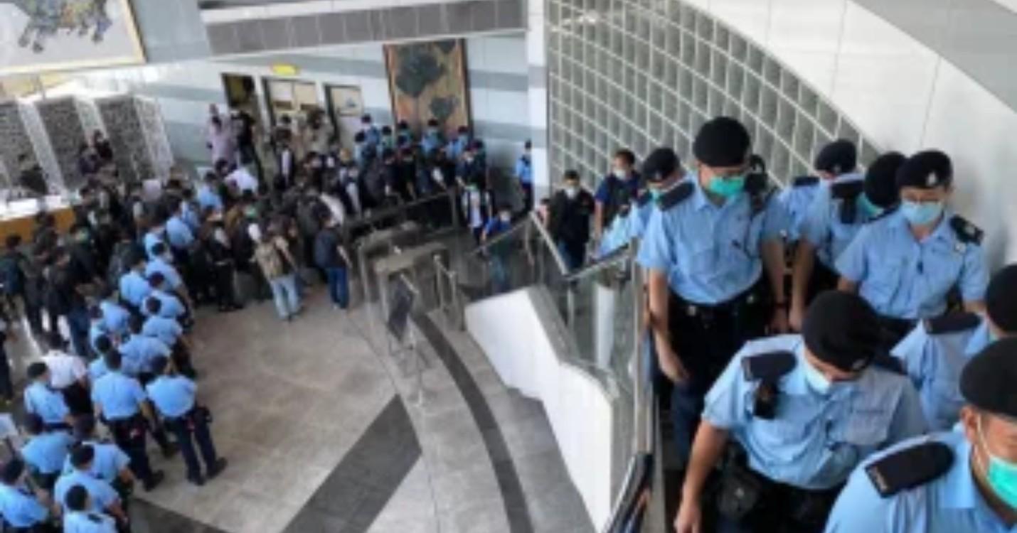 Arrestations de plusieurs responsables de l'Apple Daily, des Chinois de retour dans l'espace