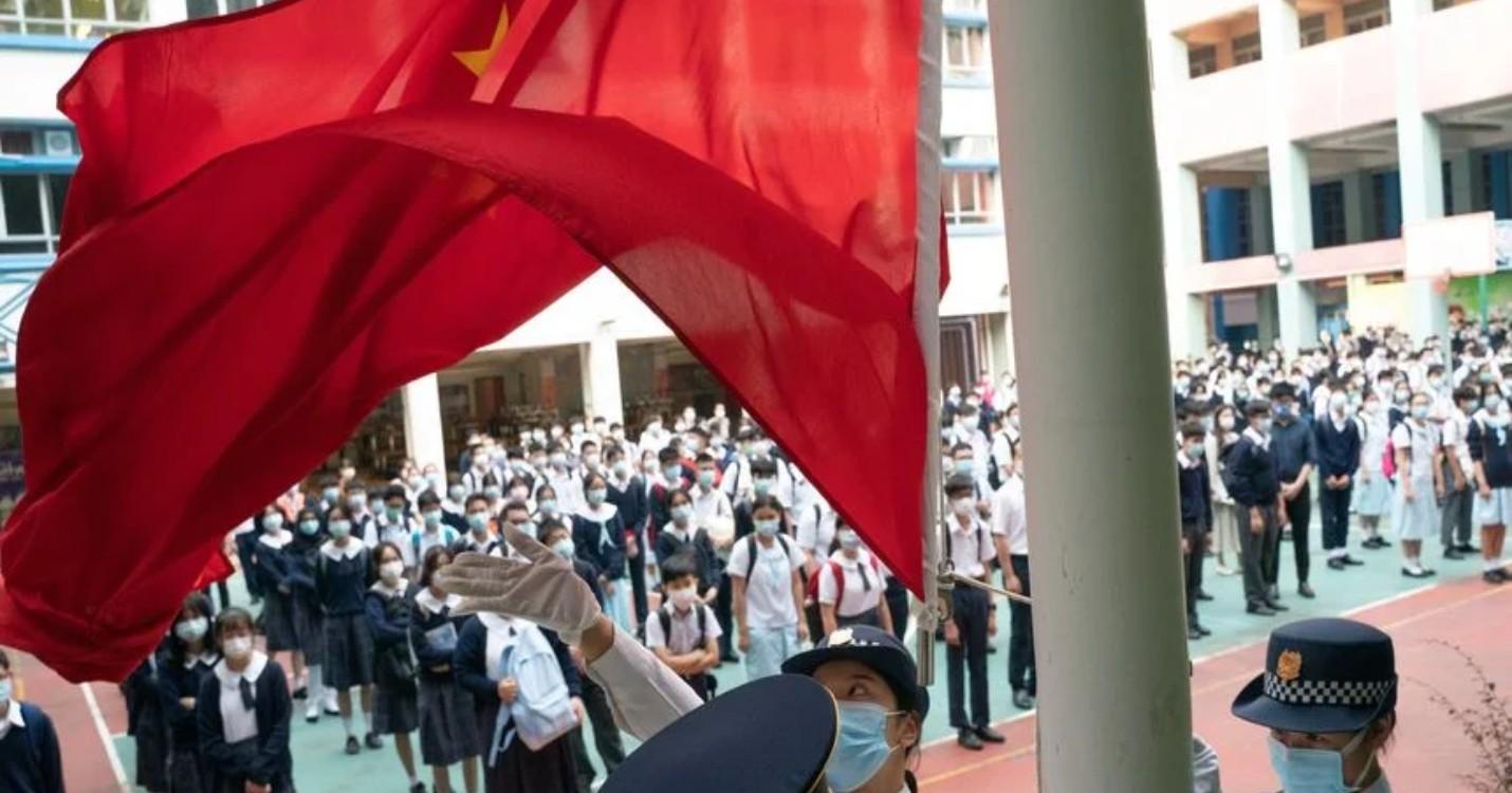 Le drapeau national bientôt dans les écoles de la ville, ouverture de la « COP 15 » en Chine